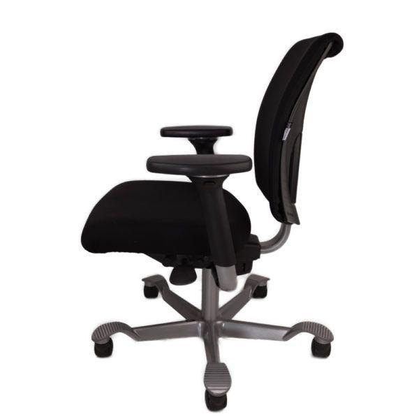HAG bureaustoel tweedehands zwart nieuw gestoffeerd