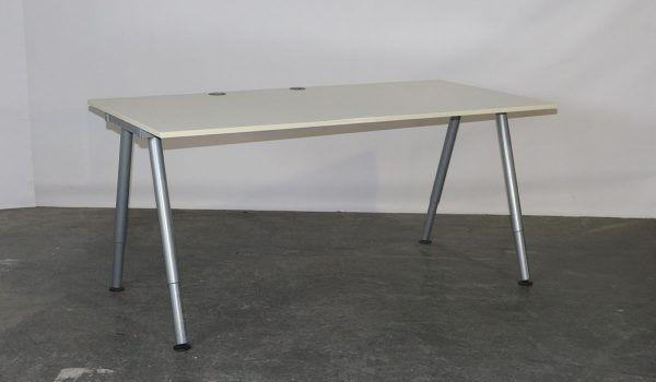 Ikea Bureau Zwart Wit.Ikea Tweedehands Bureau Instelbaar 160 X 80 Cm Grijs Wit Galant